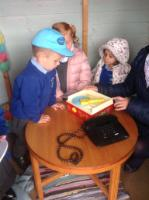 Aut 1: Everyday technology in the outside role-play area - a record player and a telephone.