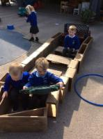 Sum 1: Exploring an 'ark', making super observations 'Where is the door?', 'Where is the roof to keep us dry from the rain?'